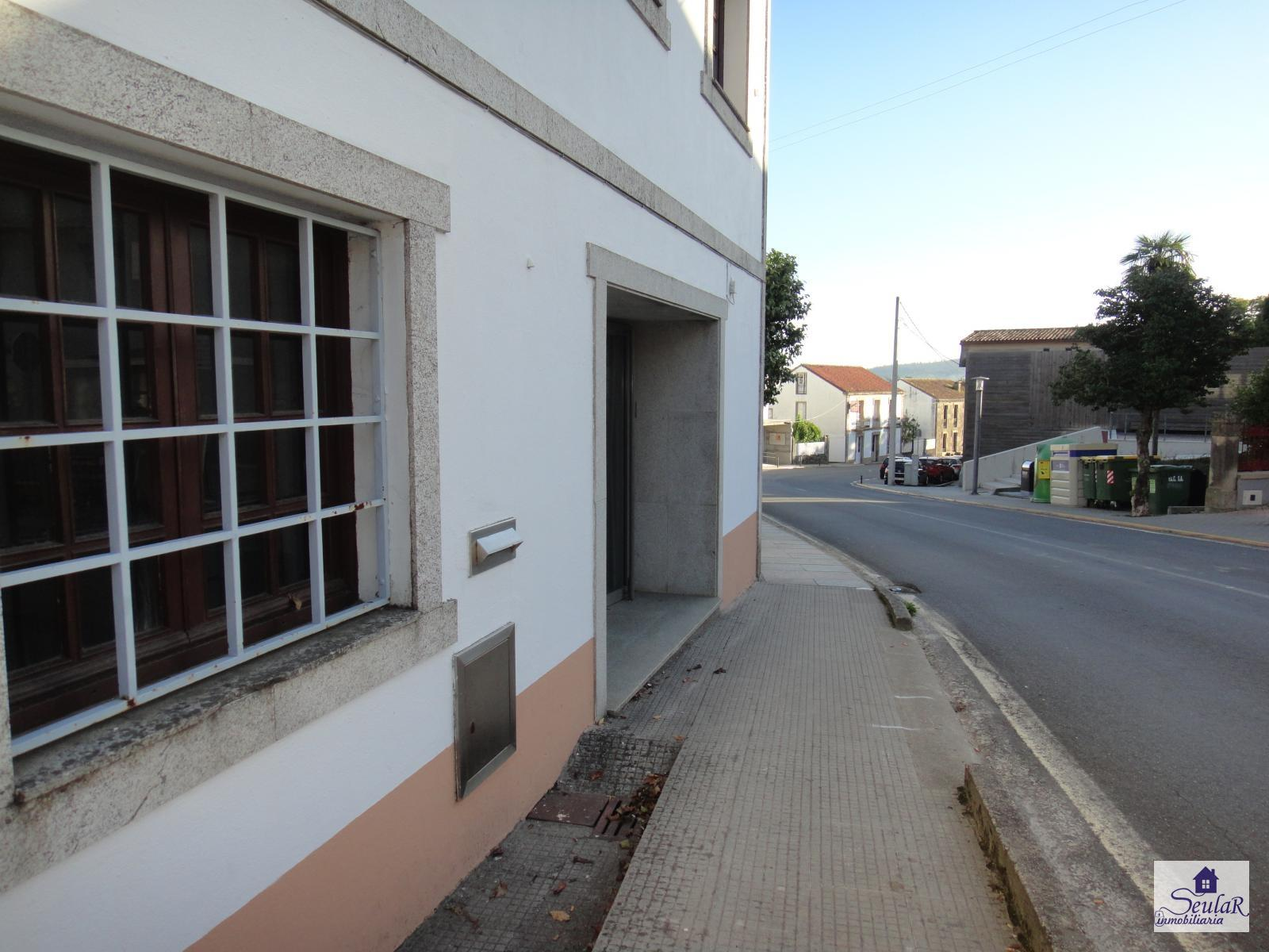 Commercial Premises for rent in Brión, 350 €/month