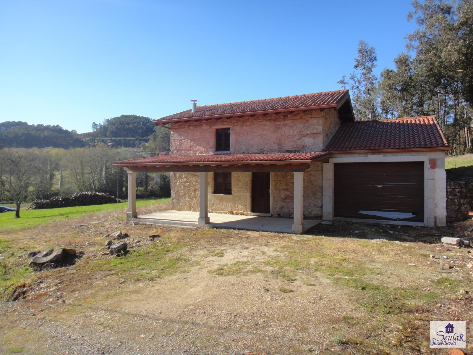 House for sale in Noia, 120.000 €
